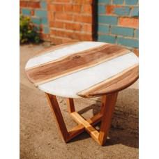 Журнальный стол-река из американского ореха и белой перламутровой эпоксидной смолы